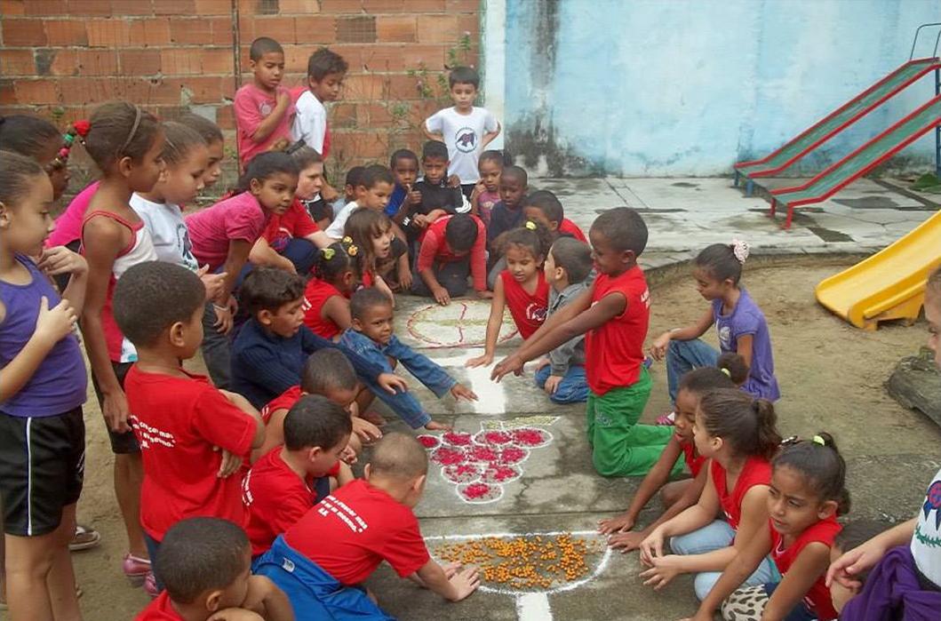 Bambini-4-di-Educandário-São-José-do-Iguá